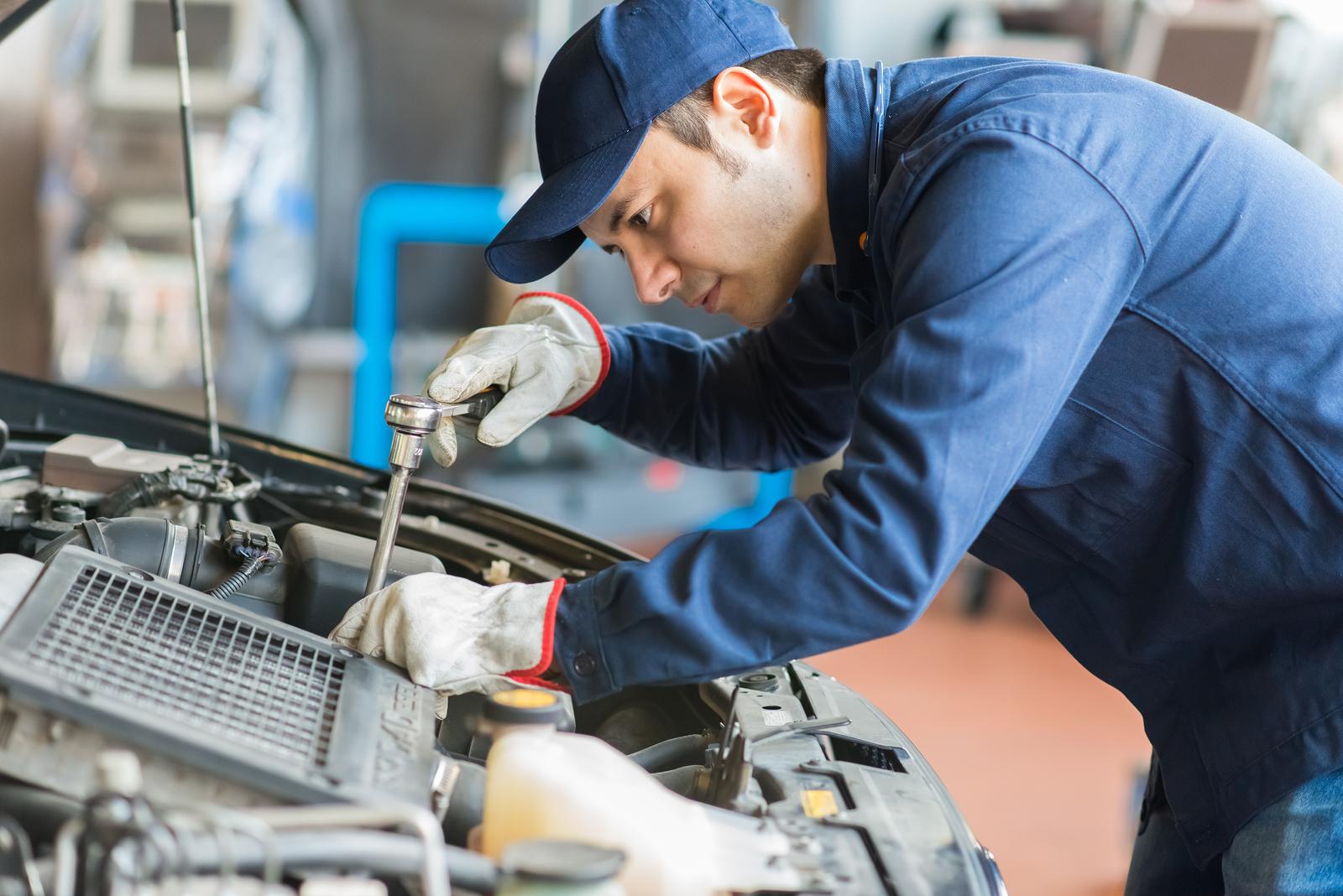Слесарь по ремонту спецтехники вакансии вахта ищем дилера по продаже спецтехники